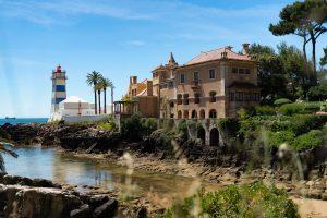 praia de santa marta e palacio castro guimaraes em cascais